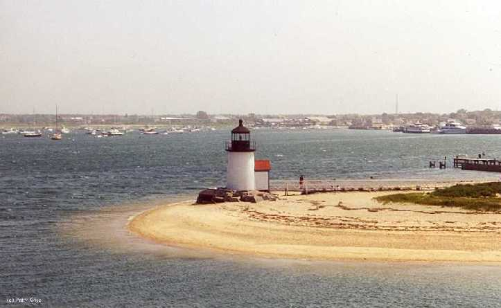 Photo of the Brant Point Lighthouse.