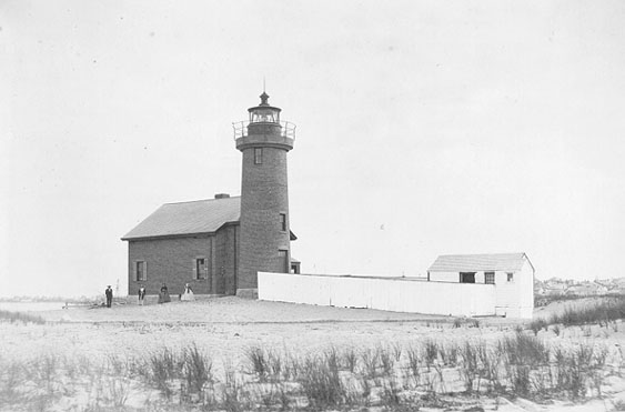 Photo of the Brant Point (Old) Lighthouse.