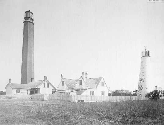 Photo of the Cape Romain Lighthouse.