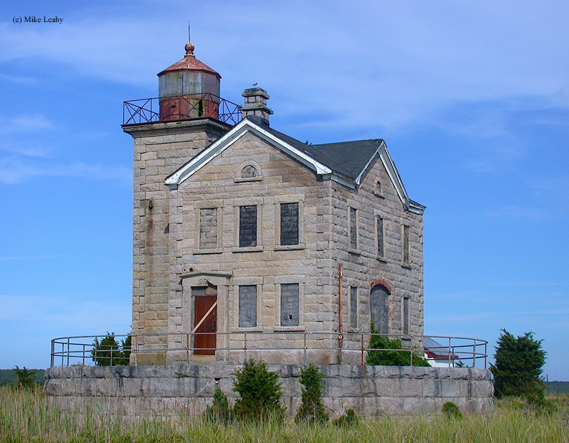 Photo of the Cedar Island Lighthouse.