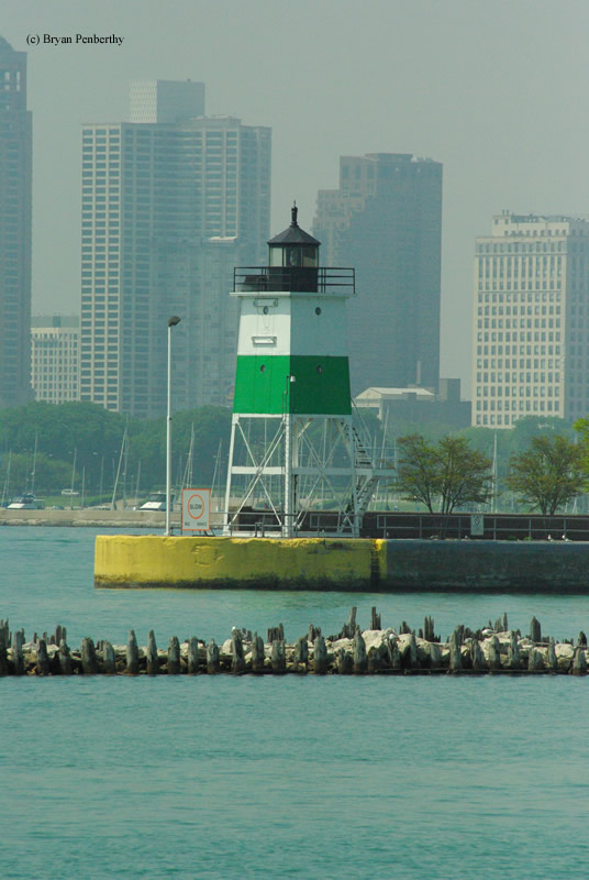 Photo of the Chicago Harbor Southeast Guidewall Lighthouse.