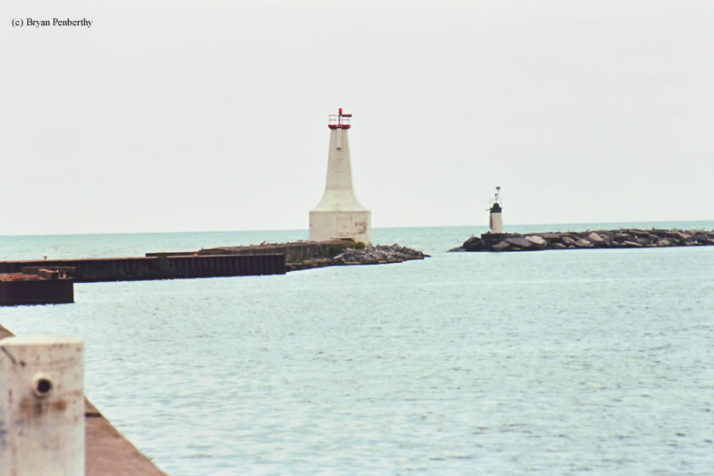 Photo of the Cobourg East Breakwater Lighthouse.