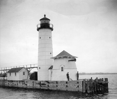 U.S. Coast Guard Archive Photo of the Kenosha Pierhead Lighthouse