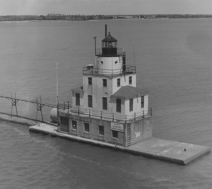 U.S. Coast Guard Archive Photo of the Manitowoc Breakwater Lighthouse