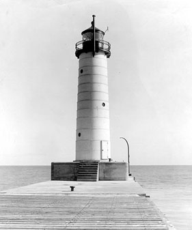U.S. Coast Guard Archive Photo of the Sheboygan Pierhead Lighthouse