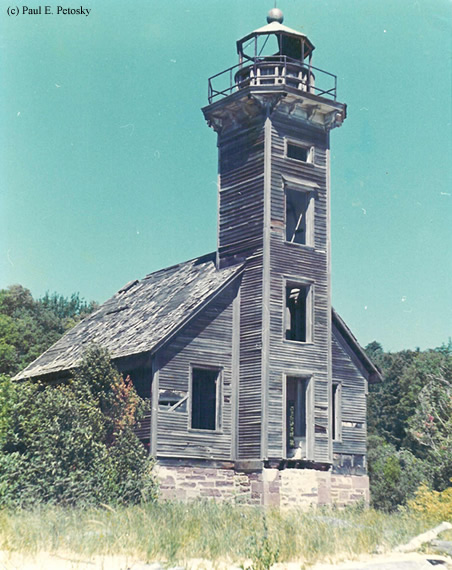 Photo of the Grand Island East Channel Lighthouse.
