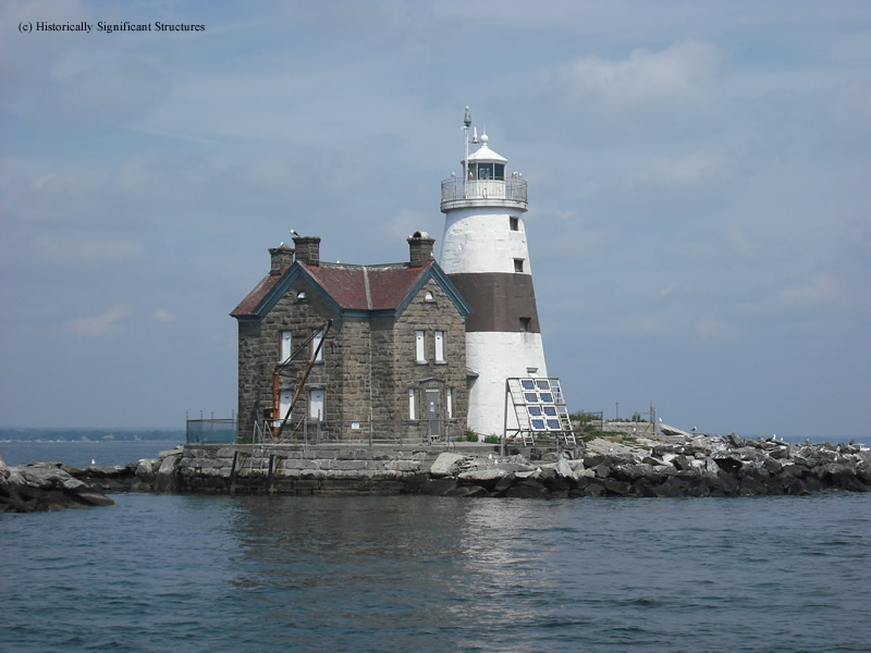 Photo of the Execution Rocks Lighthouse.