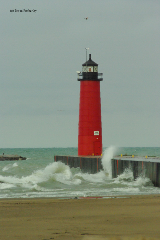 Photo of the Kenosha Pierhead Lighthouse.
