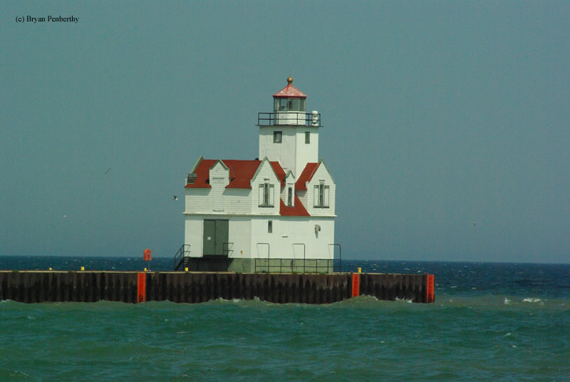 Photo of the Kewaunee Pierhead Lighthouse.
