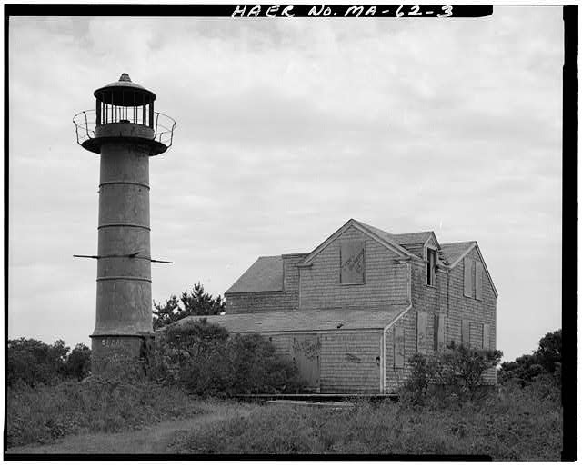 Photo of the Monomoy Point Lighthouse.