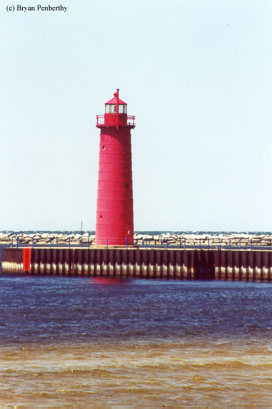 Photo of the Muskegon South Pierhead Lighthouse.