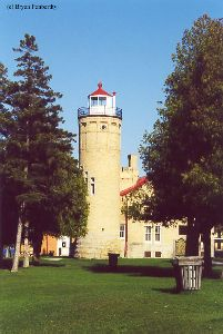 Light tower with attached keeper