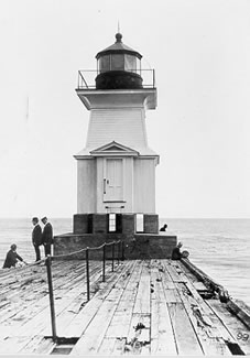 Photo of the Genesee East Pierhead Lighthouse