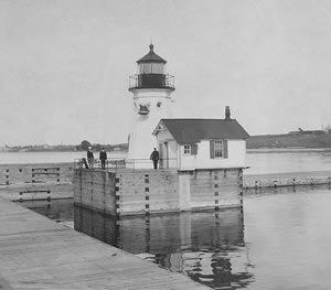 Oswego Breakwater Light circa 1903 (Courtesy National Archives)