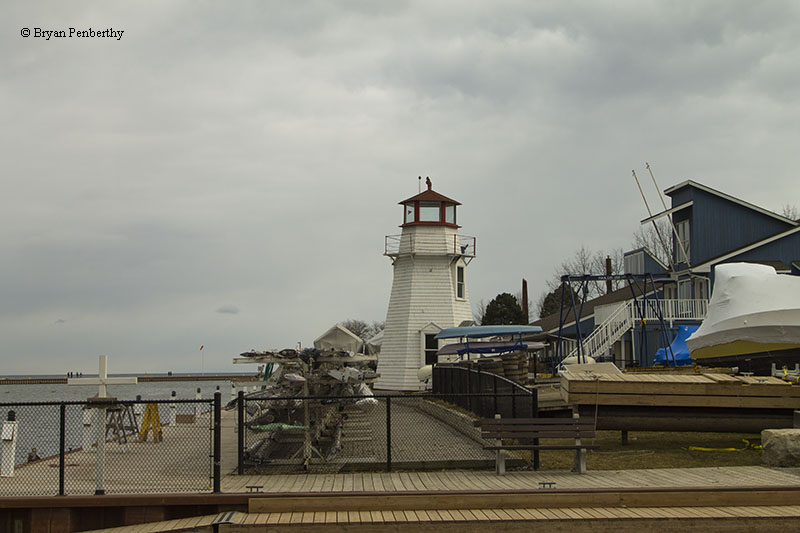 Photo of the Oakville Lighthouse.