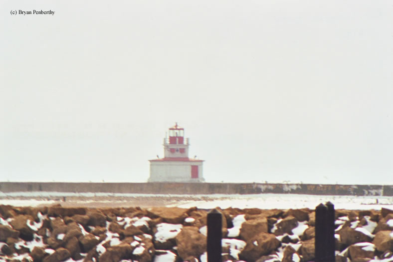 Photo of the Port Colborne Outer Lighthouse.