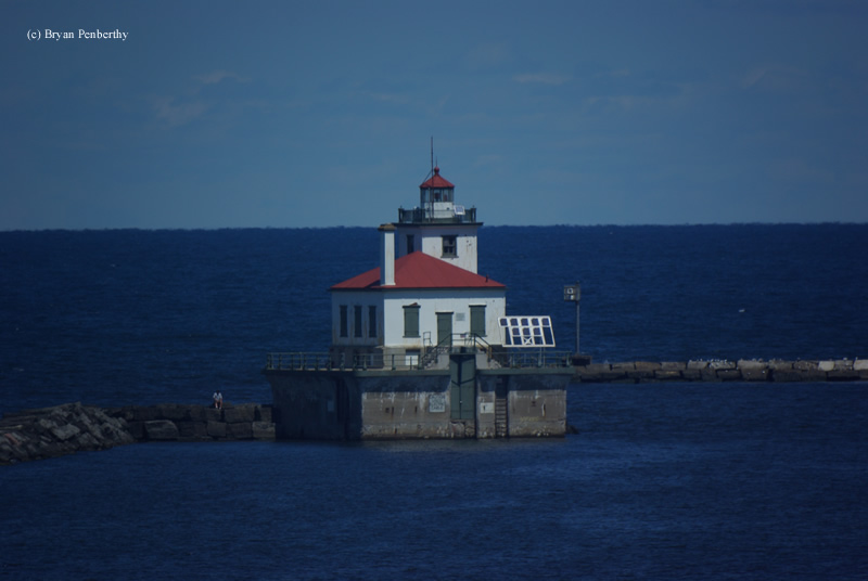 Photo of the Oswego West Pierhead Lighthouse.