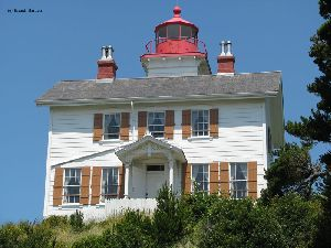 Beautiful photo of the Yaquina Bay Lighthouse.