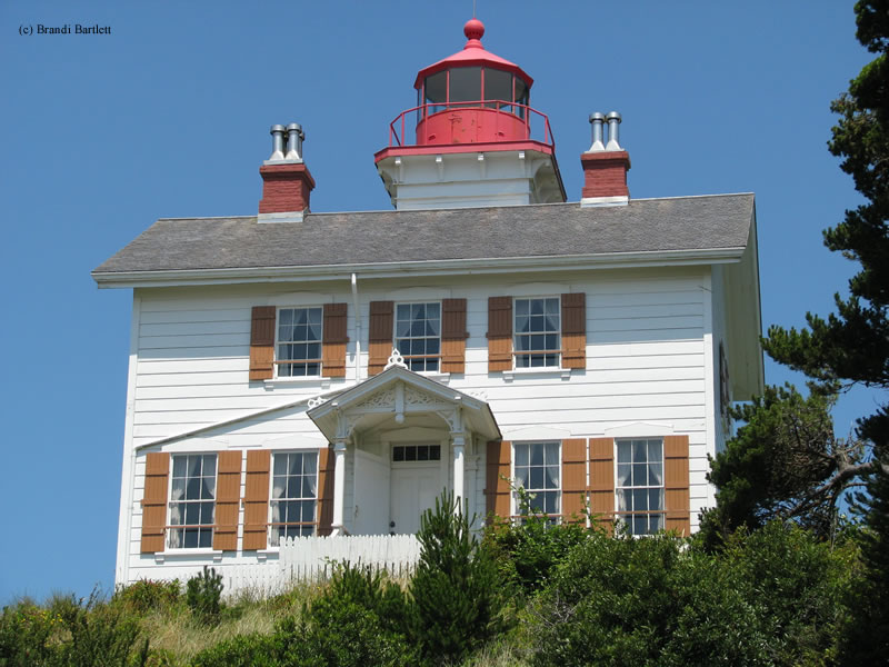 Photo of the Yaquina Bay Lighthouse.